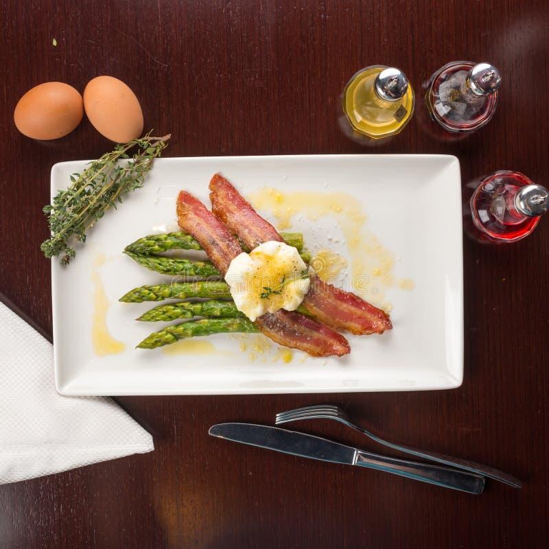 Gestroopte eieren met bacon royalty-vrije stock foto's