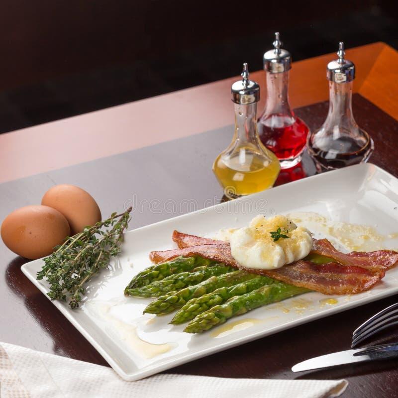 Gestroopte eieren met bacon stock fotografie