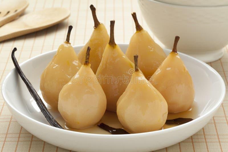 Gestroopte peren in witte wijn stock fotografie