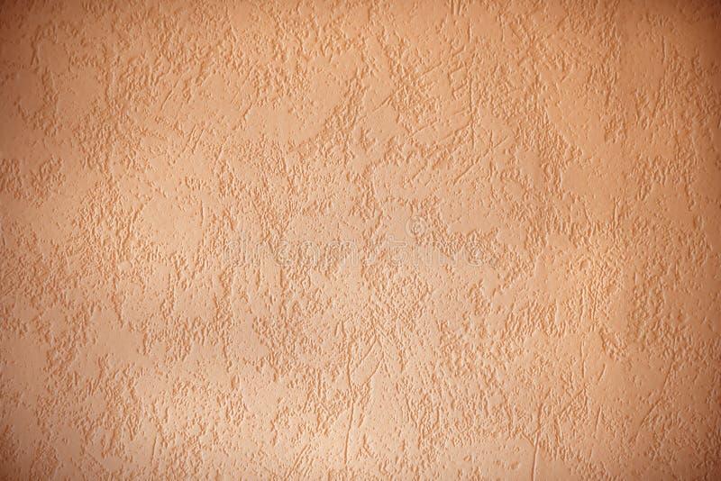 Gestructureerde muuroppervlakte met donkere randen, abrikoos gekleurde backgro royalty-vrije stock fotografie