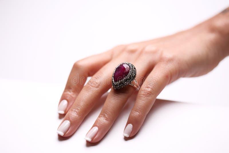 gesturing γυναίκα μανικιούρ χεριών στοκ φωτογραφία με δικαίωμα ελεύθερης χρήσης