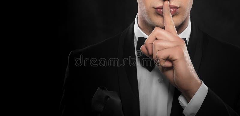 Gesturing dell'uomo silenzioso immagine stock libera da diritti