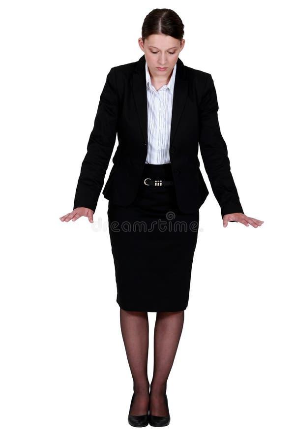 Gesturing della donna di affari. immagini stock