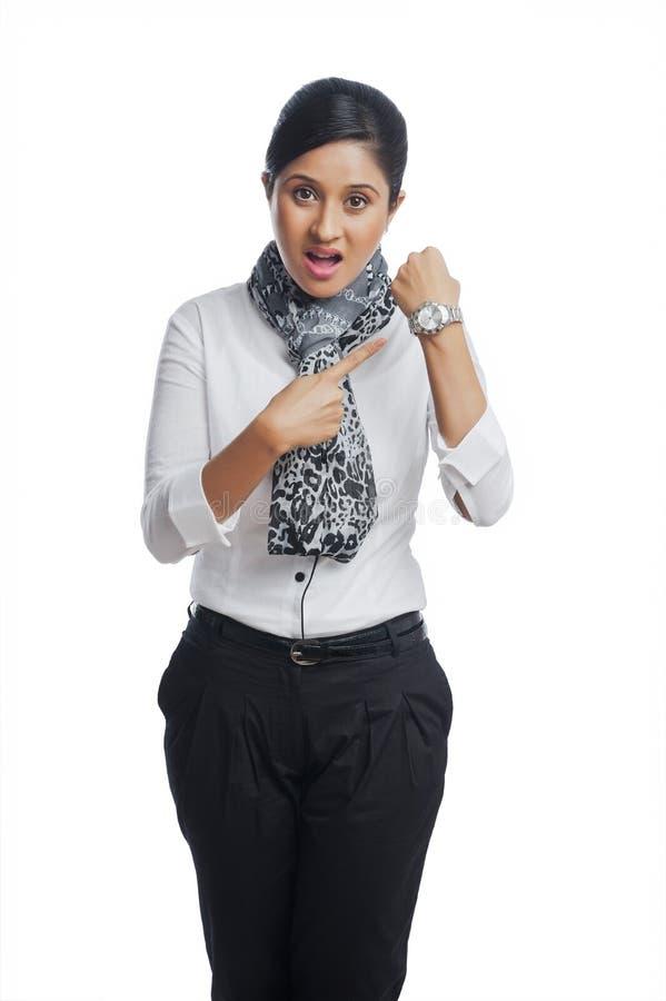 Gesturing della donna di affari immagine stock