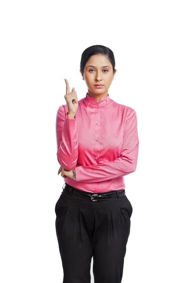 Gesturing della donna di affari immagine stock libera da diritti