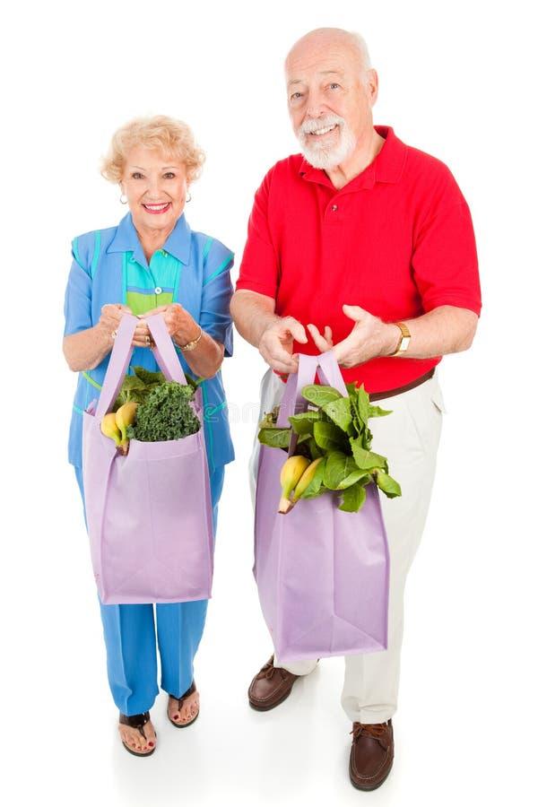 Gesunde Ältere essen nach rechts stockfoto