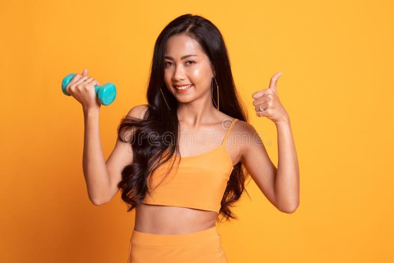 Zeigen Jung Mädchen Asiatisch Sie Kostenlose foto