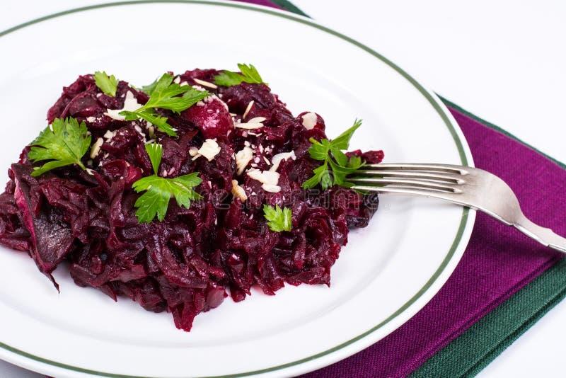 Gesunde Diät Salat mit roten Rüben lizenzfreies stockfoto