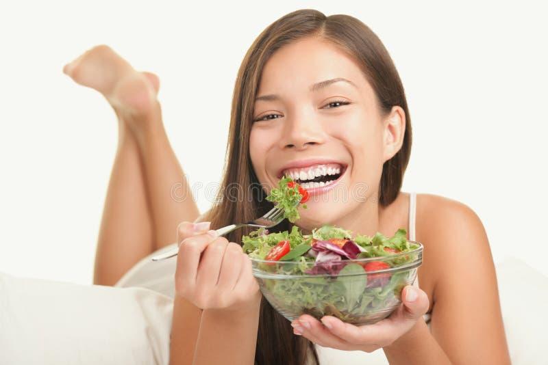 Gesunde essende Lebensstilfrau lizenzfreie stockbilder