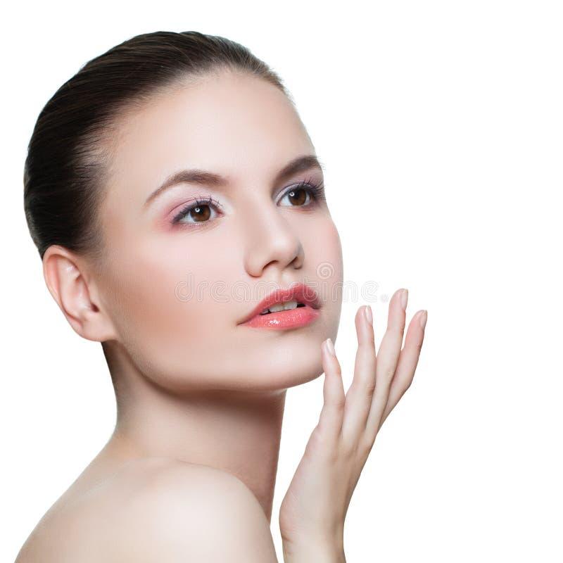 Gesunde Frau mit der klaren Haut lokalisiert auf Weiß Skincare und Gesichtsbehandlungs-Konzept lizenzfreie stockfotografie