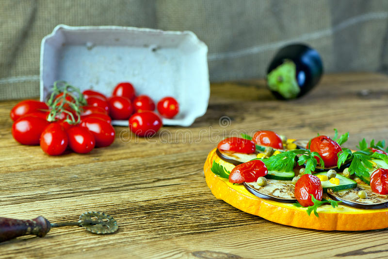 Gesunde Gemüsepizza lizenzfreie stockfotografie