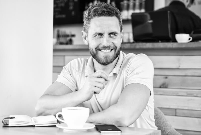 Gesunde Gewohnheiten Gesunde Mannsorgfalt-Vitaminnahrung während des Arbeitstages Gesunder Imbiß Körperliches und Geisteswohl lizenzfreies stockfoto