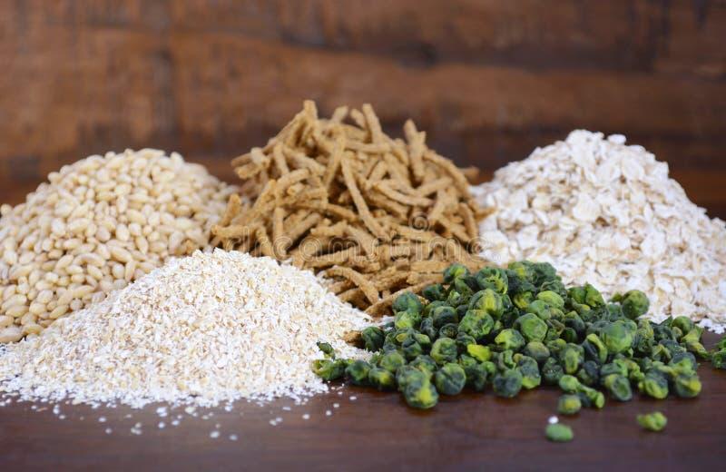 Gesunde hohe Faser Prebiotic-Körner lizenzfreie stockfotografie