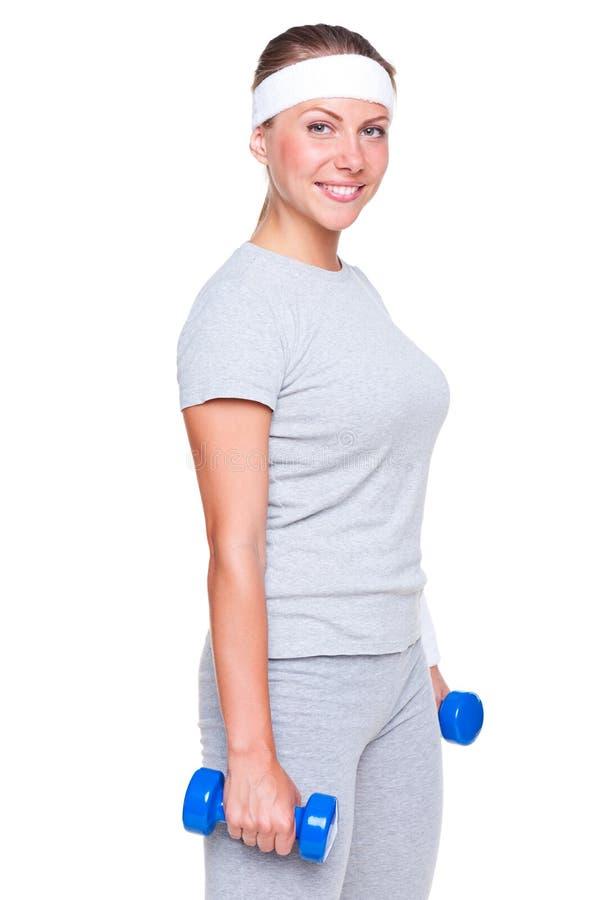 Gesunde junge Frau mit Dumbbells lizenzfreie stockbilder