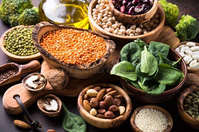 Gesunde Lebensmittelzusammenstellung des strengen Vegetariers stockfotografie
