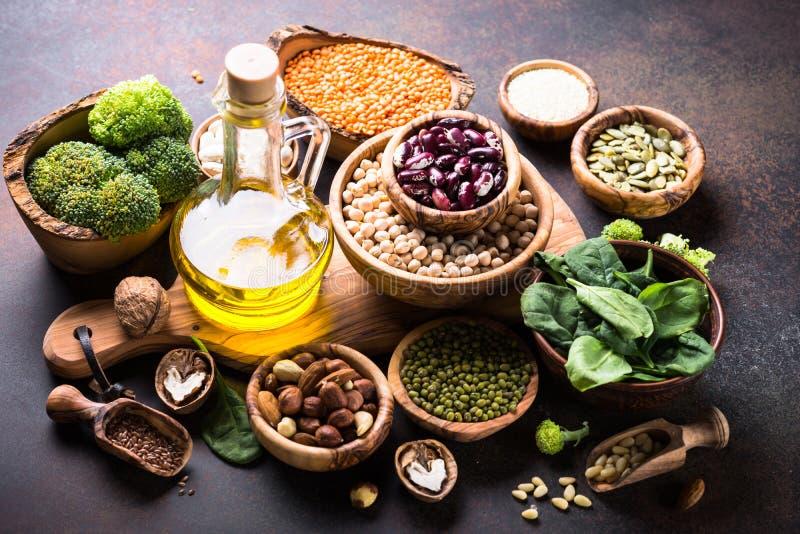 Gesunde Lebensmittelzusammenstellung des strengen Vegetariers lizenzfreie stockfotografie