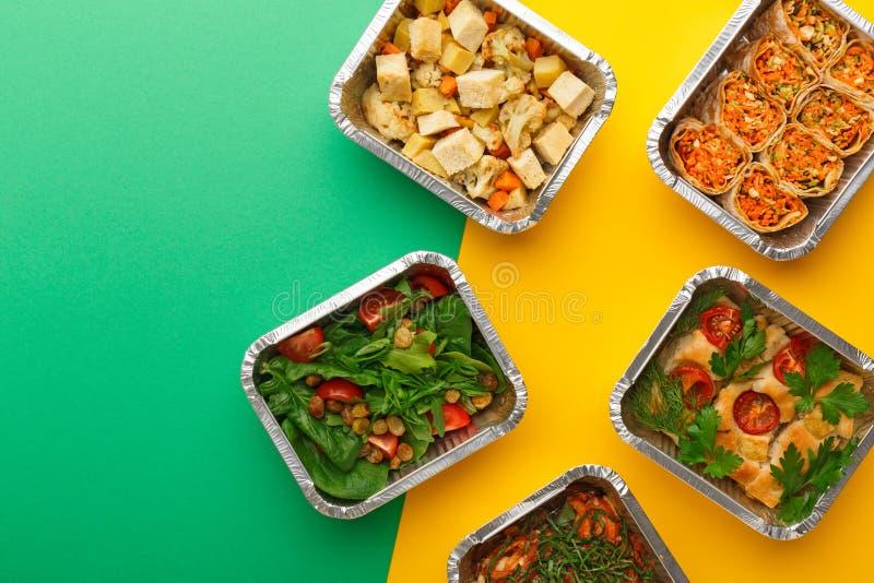 Gesunde Mahlzeitlieferung Rechtes Konzept essend, kopieren Sie Raum, Draufsicht stockbilder