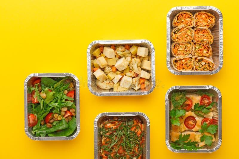Gesunde Mahlzeitlieferung Rechtes Konzept essend, kopieren Sie Raum, Draufsicht stockfotografie