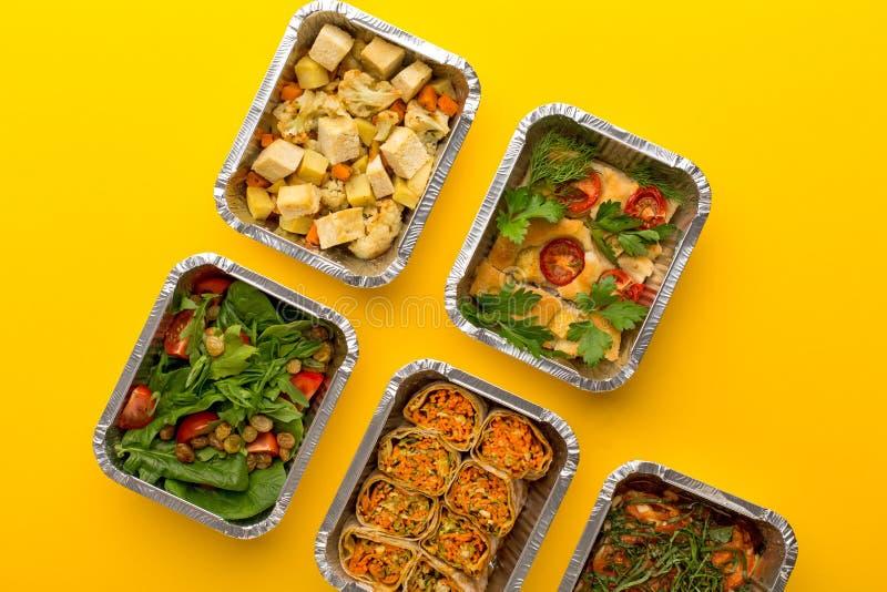 Gesunde Mahlzeitlieferung Rechtes Konzept essend, kopieren Sie Raum, Draufsicht lizenzfreie stockbilder