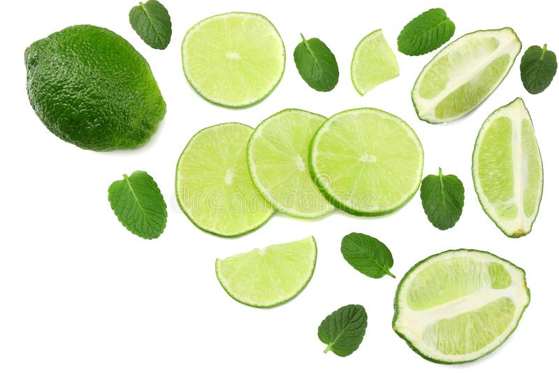 Gesunde Nahrung Kalk mit den tadellosen Blättern lokalisiert auf Draufsicht des weißen Hintergrundes stockfoto