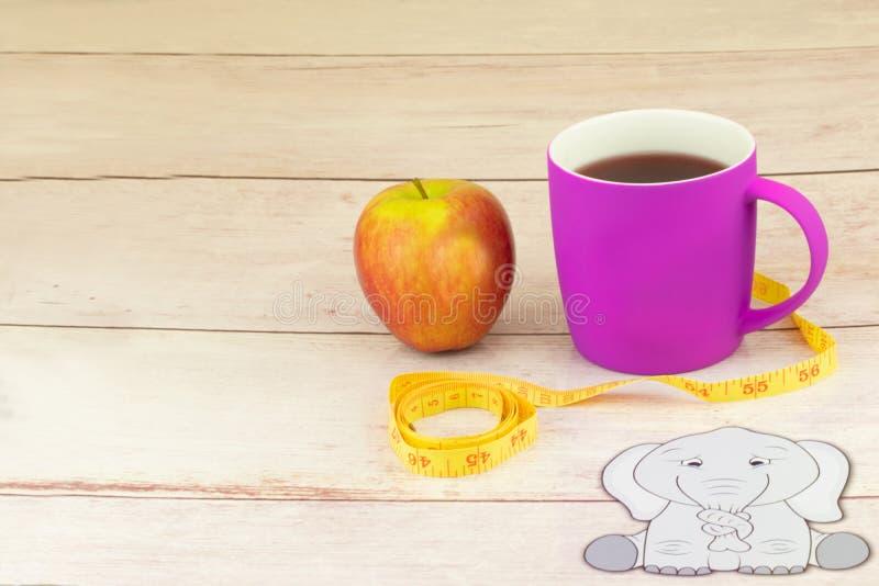 Gesunde Nahrung und Diät mit dem Apfel und Tee, zum des Gewichts zu verlieren Co stockfotos