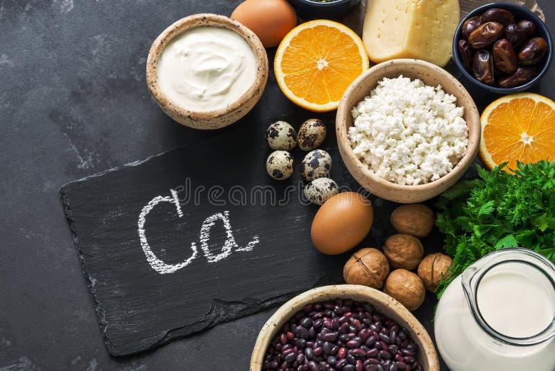 Gesunde Nahrungsmittel reich im Kalzium Das Konzept des gesunden Essens Ansicht von oben lizenzfreie stockfotos