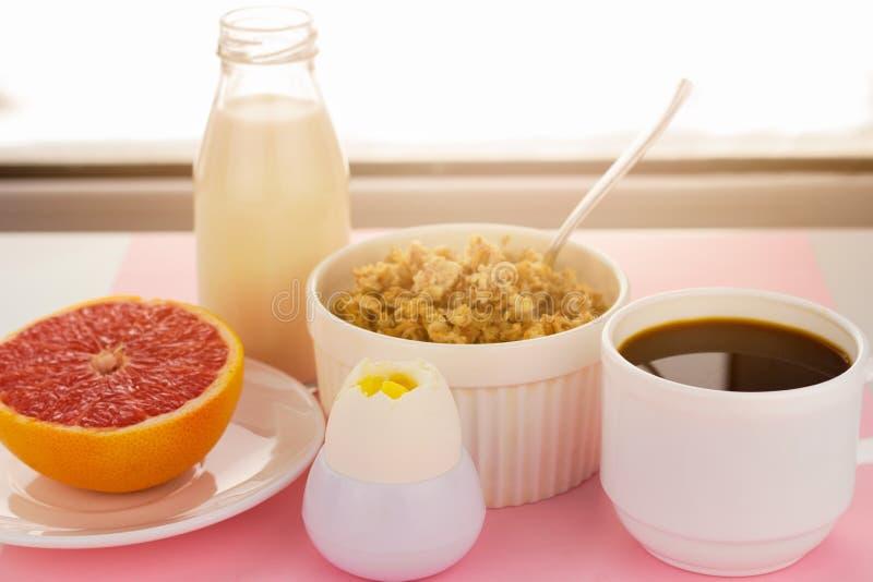 Gesunde Nahrungsmittel zum Frühstück stockfotografie