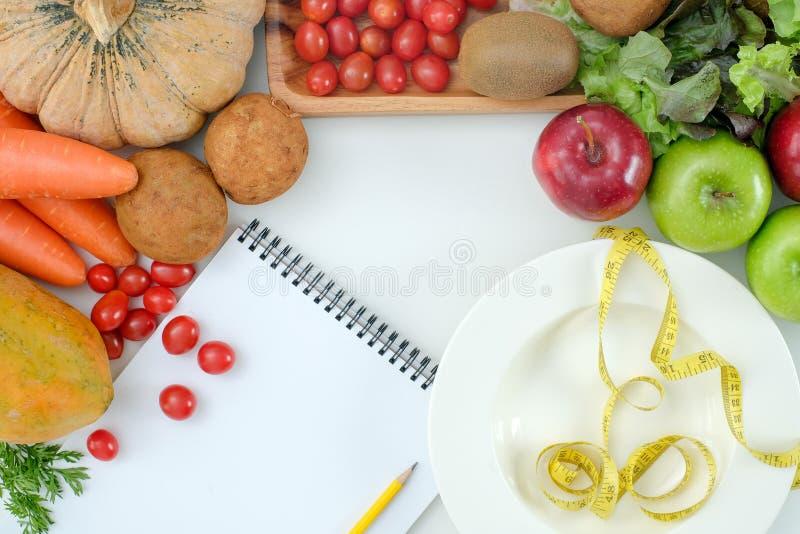 Gesunde Nahrungsmitteldiät wiegen Ketogenic Diät des Verlustkonzeptes lizenzfreie stockbilder