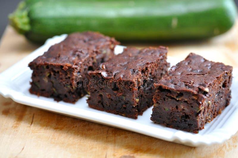 Gesunde Schokoladenkuchen mit Zucchini stockfotografie