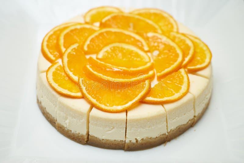Gesunder überlagerter orange Kuchen lizenzfreie stockfotos