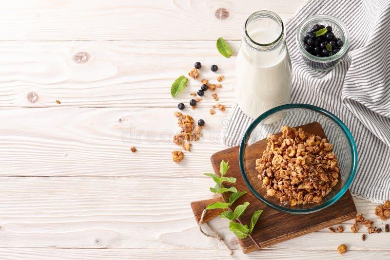 Gesunder Getreidefrühstückshintergrund lizenzfreies stockbild