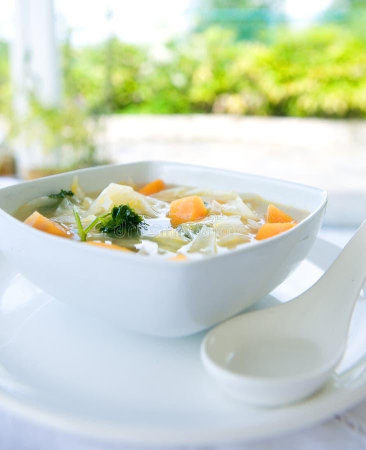 Gesunder Kohl und süße Kartoffelsuppe stockbild