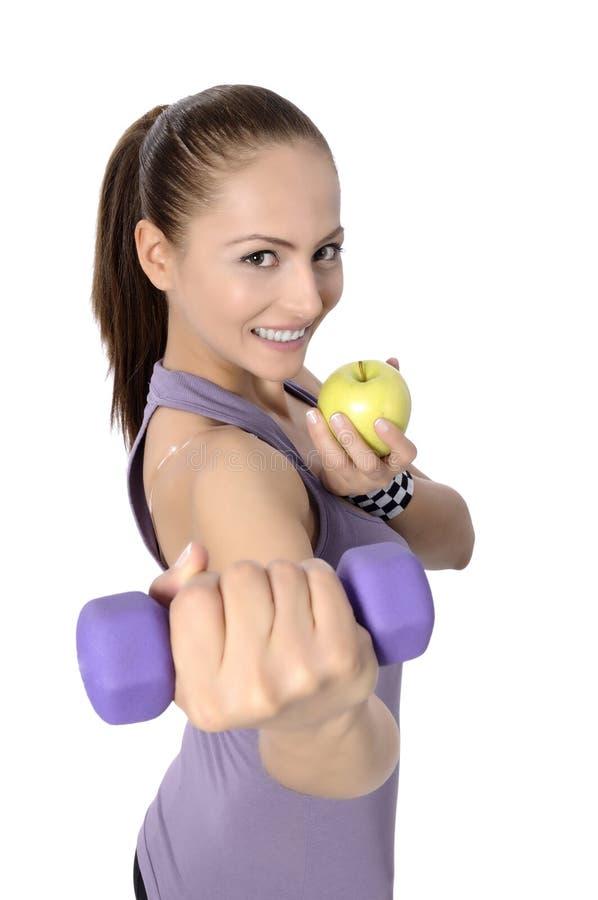 Gesunder Lebensstil - Eignungsfrau, die Apfel isst stockbilder