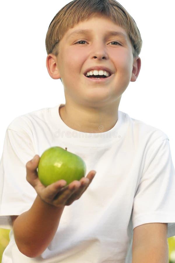 Gesunder Lebensstil-Junge mit Apfel in seiner Palme stockfotografie