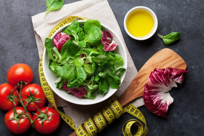 Download Gesunder Salat stockbild. Bild von schwarzes, käse, arugula - 90237565
