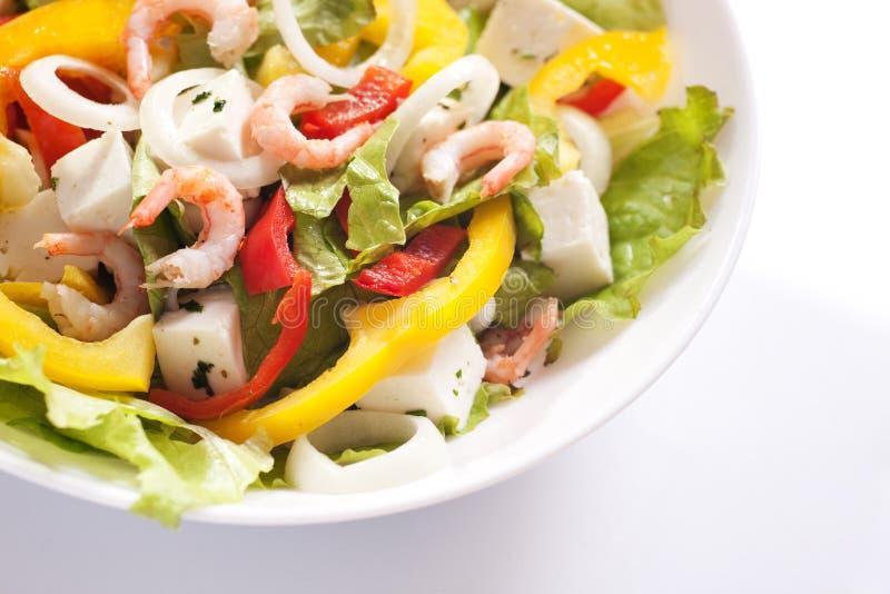 Gesunder Salat mit Garnelen stockfotografie