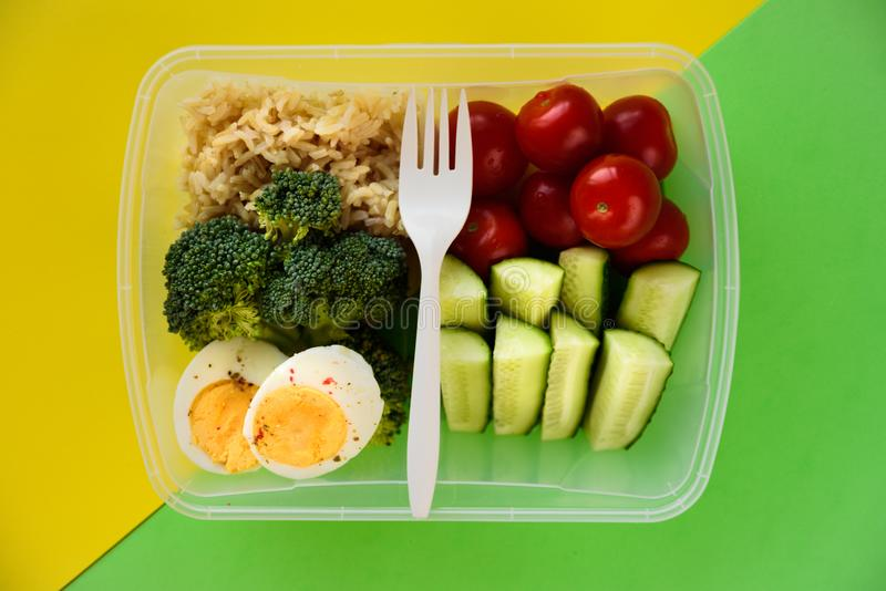 Gesunder vegetarischer Mittagessenkasten lizenzfreie stockfotografie