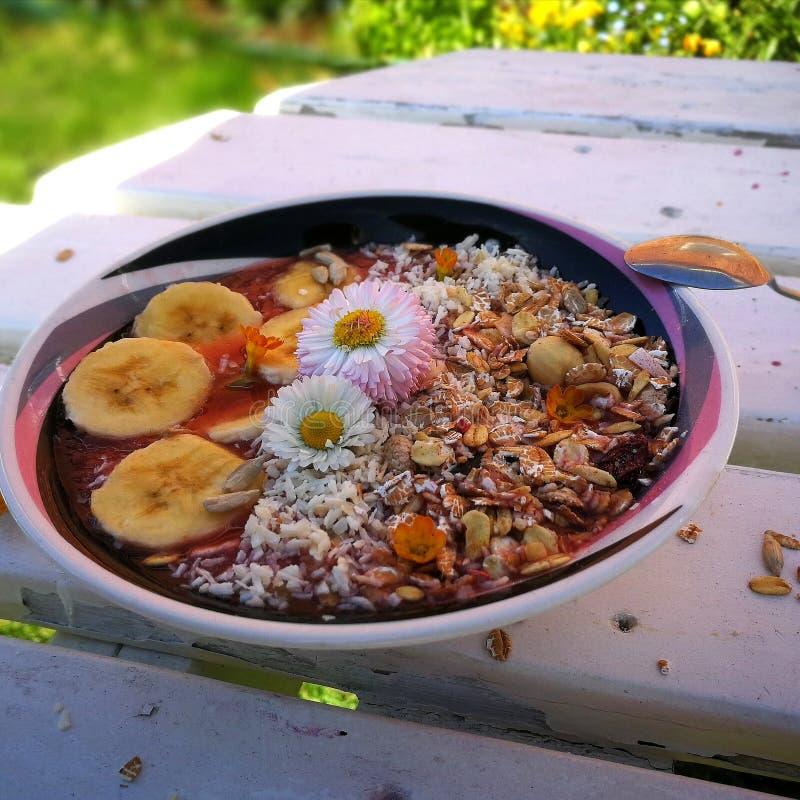 Gesundes Frühstück des Sommers lizenzfreie stockfotos