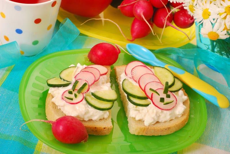 Gesundes Frühstück für Kind stockfotos