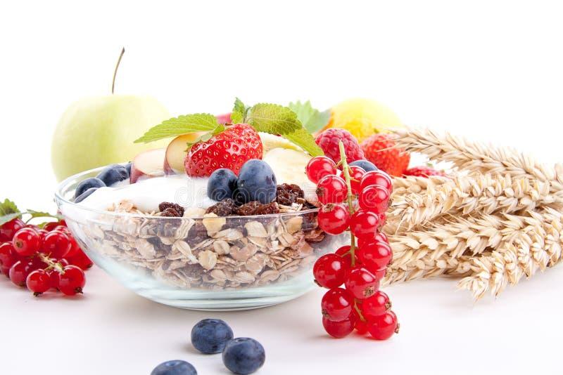Gesundes Frühstück mit Flockenfrüchten   stockfotos