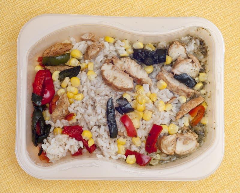 Gesundes Huhn, Reis und Pfeffer-Abendessen lizenzfreie stockfotos
