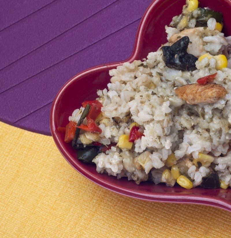 Gesundes Huhn, Reis und Pfeffer-Abendessen lizenzfreie stockfotografie