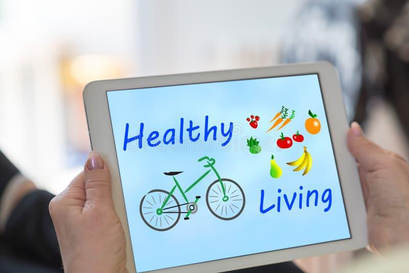Gesundes lebendes Konzept auf einer Tablette stockbilder