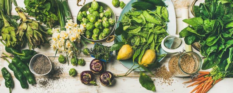 Gesundes Lebensmittel des strengen Vegetariers des Frühlinges, das Bestandteile, Draufsicht kocht lizenzfreies stockfoto