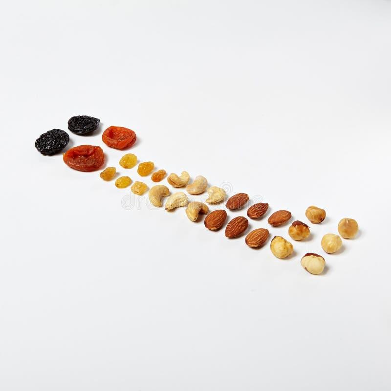 Gesundes Lebensmittel mit Trockenfrüchten und Nüsse schließen oben lizenzfreies stockfoto