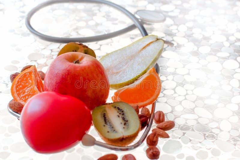 Gesundes Nähren, frische organische Frucht der gesunden Ernährung - gesundes Nahrungsmittelkonzept lizenzfreie stockfotografie