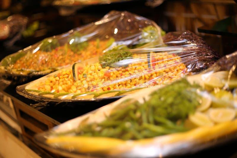 Gesundes Nahrungsmittelkonzept Gesunder Salat mit Kichererbse und Gemüse Lebensmittel des strengen Vegetariers Vegetarische Diät lizenzfreies stockbild