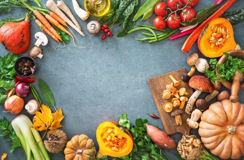 Gesundes oder vegetarisches Nahrungskonzept mit Auswahl von organi lizenzfreies stockbild
