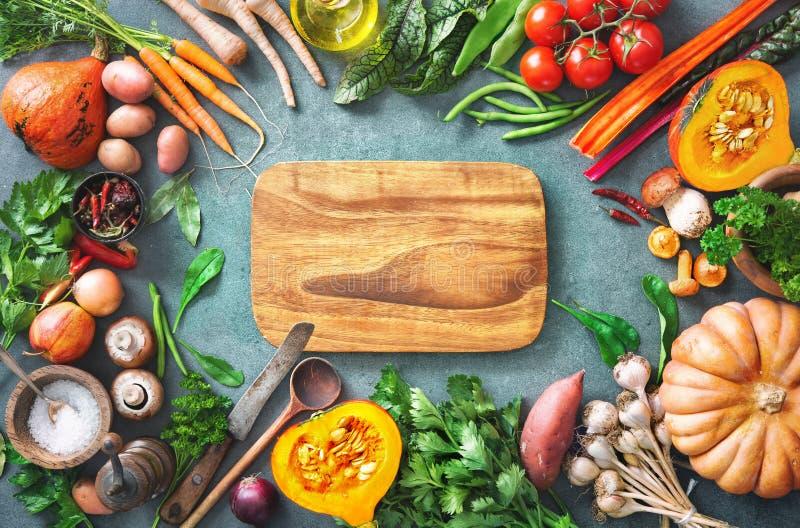 Gesundes oder vegetarisches Nahrungskonzept mit Auswahl von organi lizenzfreie stockfotografie