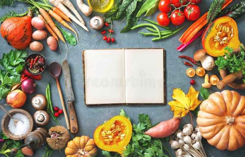 Gesundes oder vegetarisches Nahrungskonzept mit Auswahl von organi stockfotografie